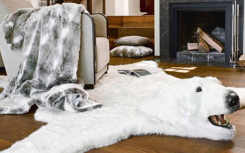 faux fur teppiche desaive design. Black Bedroom Furniture Sets. Home Design Ideas